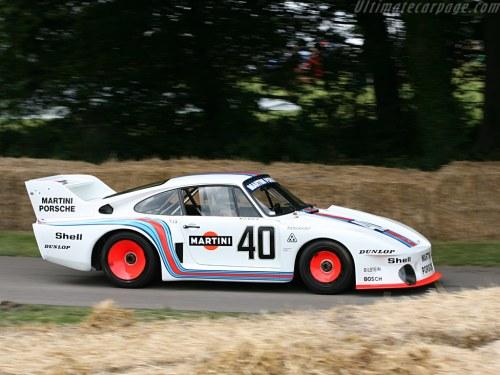 porsche-935-on-track