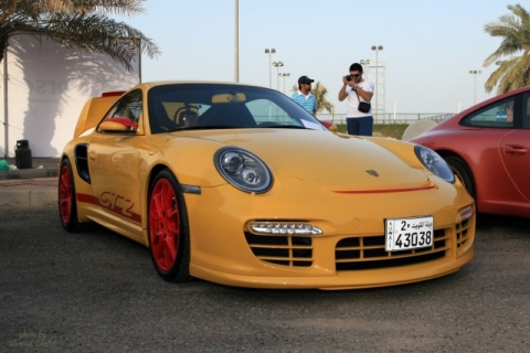 porsche gt2 in speed yellow with red wheels and graphics porschebahn weblog. Black Bedroom Furniture Sets. Home Design Ideas