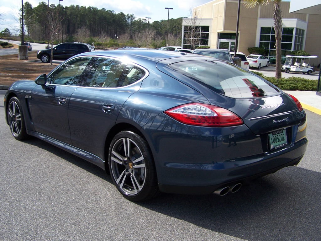 2010 porsche panamera 4s in yachting blue with two tone leather interior porschebahn weblog. Black Bedroom Furniture Sets. Home Design Ideas